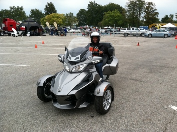 Mia three-wheel motorcycle
