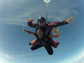 Mia skydiving