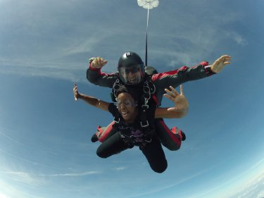 Mia skydiving