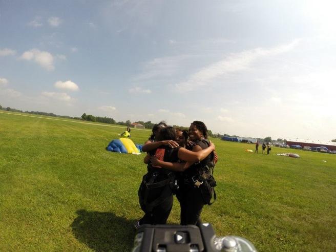 sky diving hug
